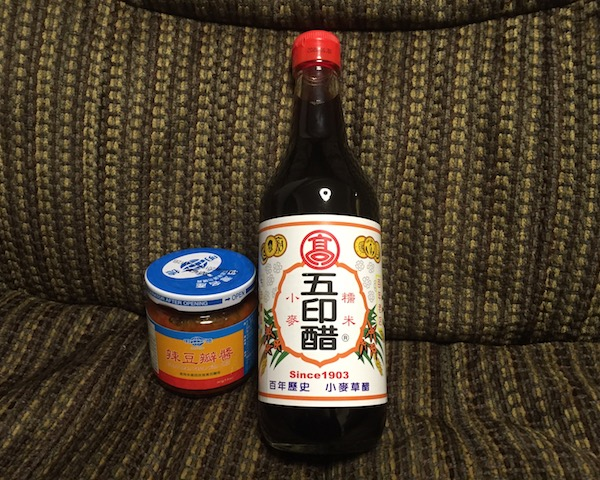 【実食】辣豆板醤と五印醋で食べる餃子!青木さんおすすめ。